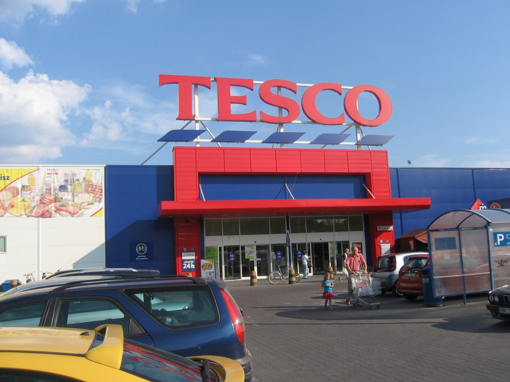 Tesco to raise salaries in 2 steps