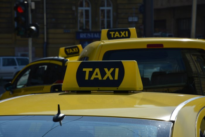 Gov't offers taxi drivers EV subsidies