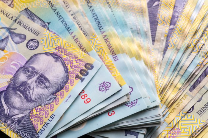 Romanians save just over EUR 700 on average in 2020, survey