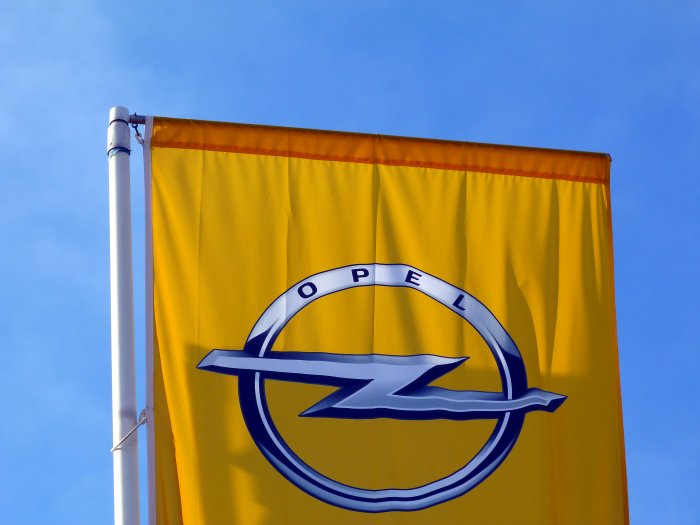 PSA to restart production gradually at Opel plant in Hungary